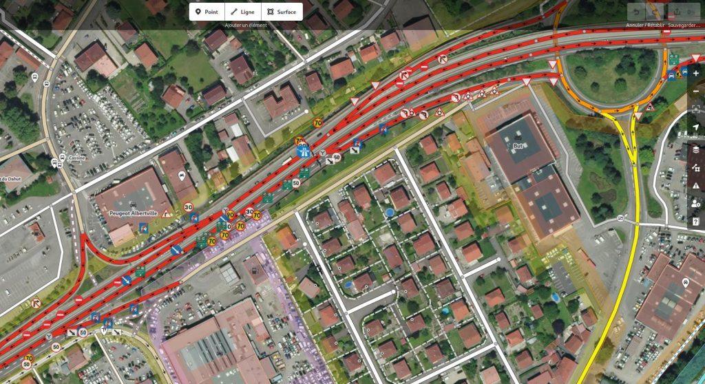 Les panneaux de signalisation de Mapillary, dont certains peuvent être reportés sur OpenStreetMaps, ici avec l'éditeur iD.